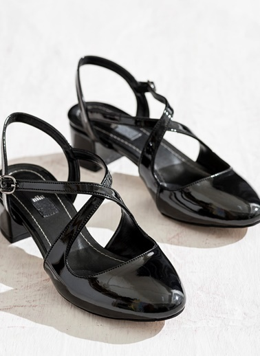 Elle Kısa Topuklu Rugan Ayakkabı Siyah